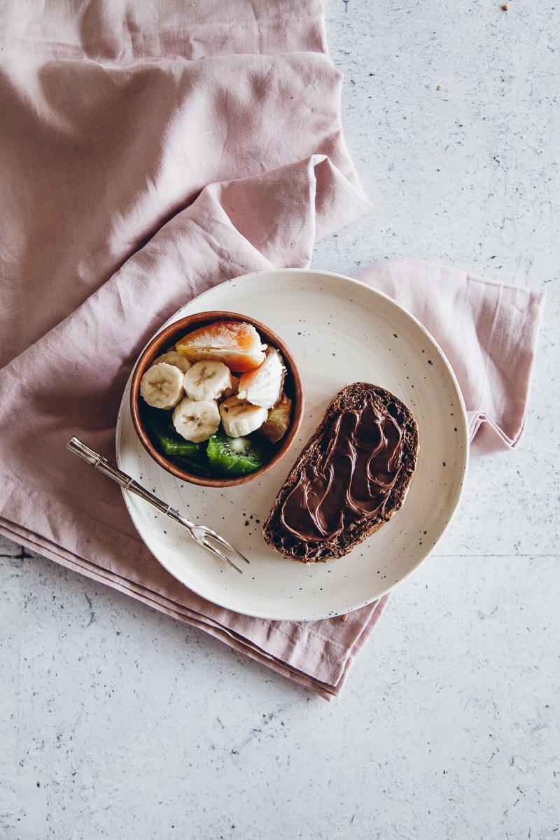 Pane al cioccolato e fave di cacao