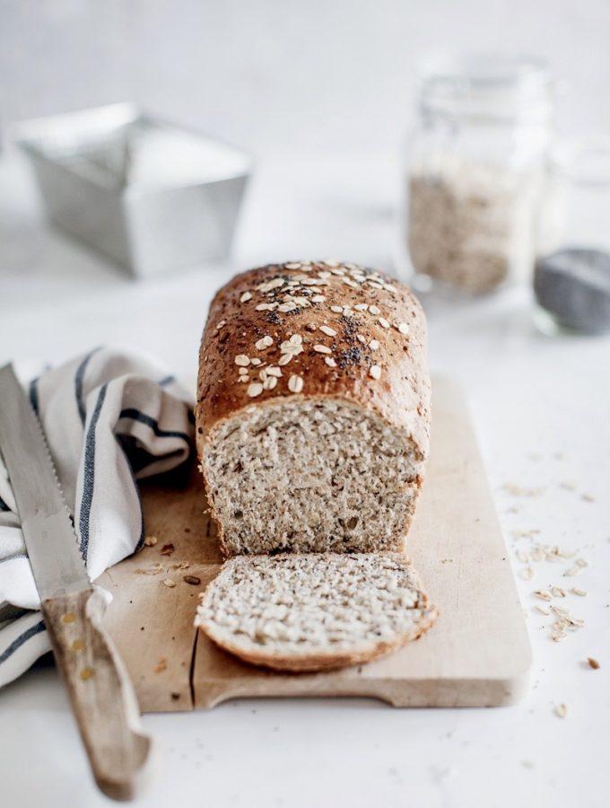 Pane in cassetta con avena e semi